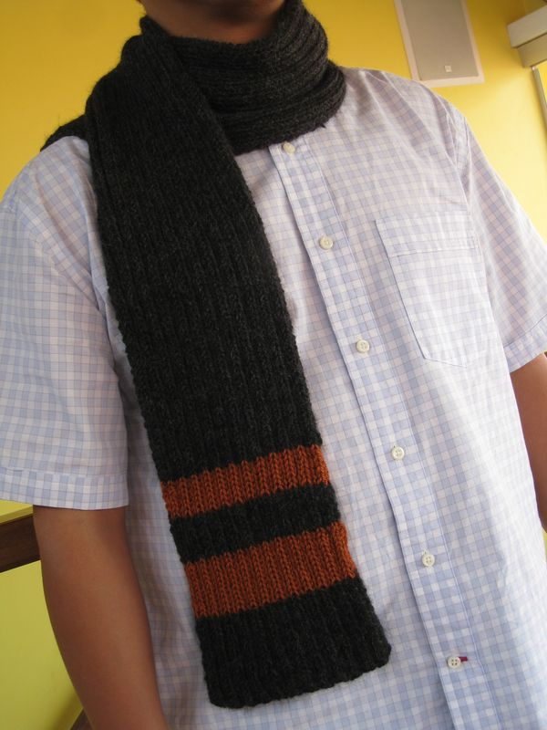 Craft in Style: Men\'s Ribbed Scarf with Accent Stripes Pattern